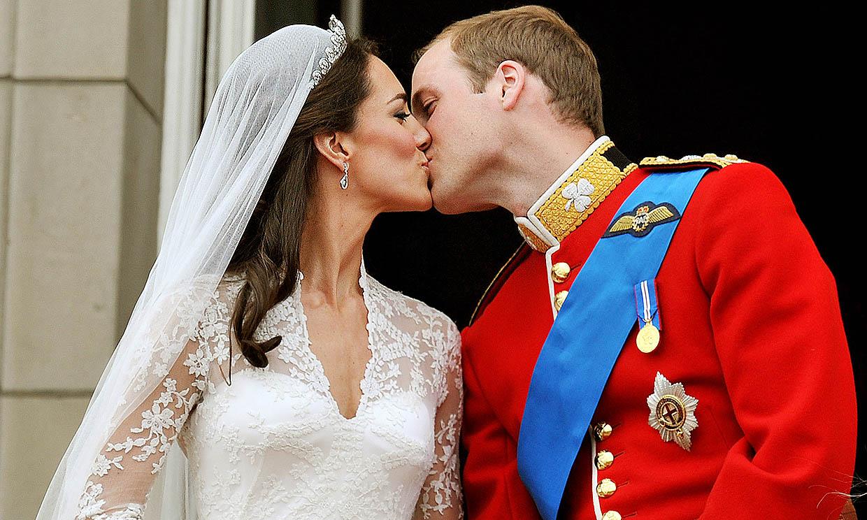 Cambios de última hora y amenaza de bomba: salen a la luz detalles del noviazgo y boda de los duques de Cambridge