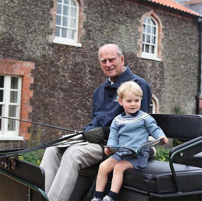 El Duque de Edimburgo y su bisnieto, el príncipe George