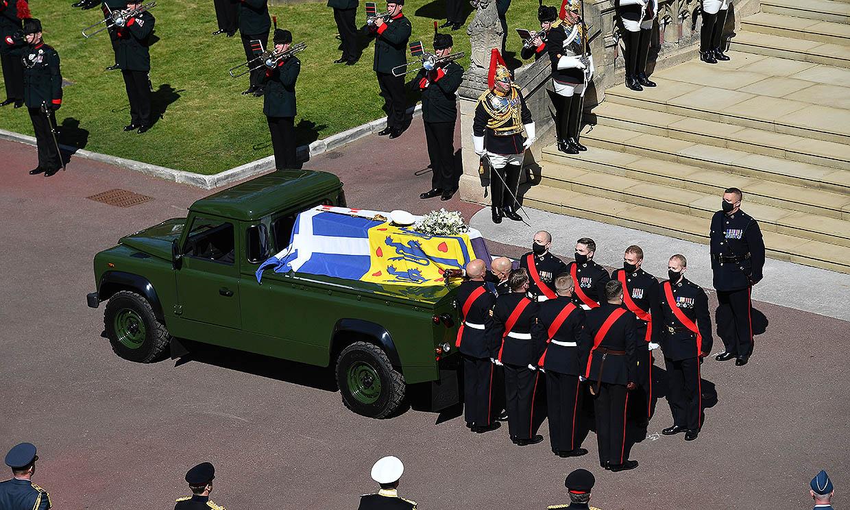 El duque de Edimburgo dedicó más de una década de su vida en diseñar el Land Rover portador de su féretro
