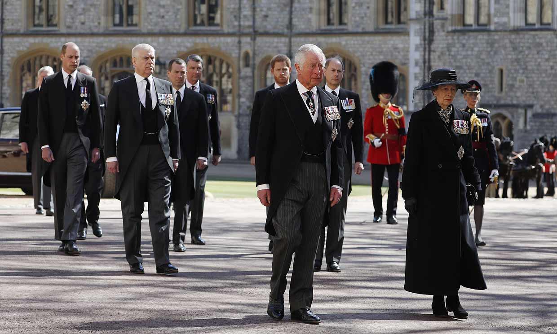 ¿Quiénes han participado en la procesión funeraria del duque de Edimburgo?