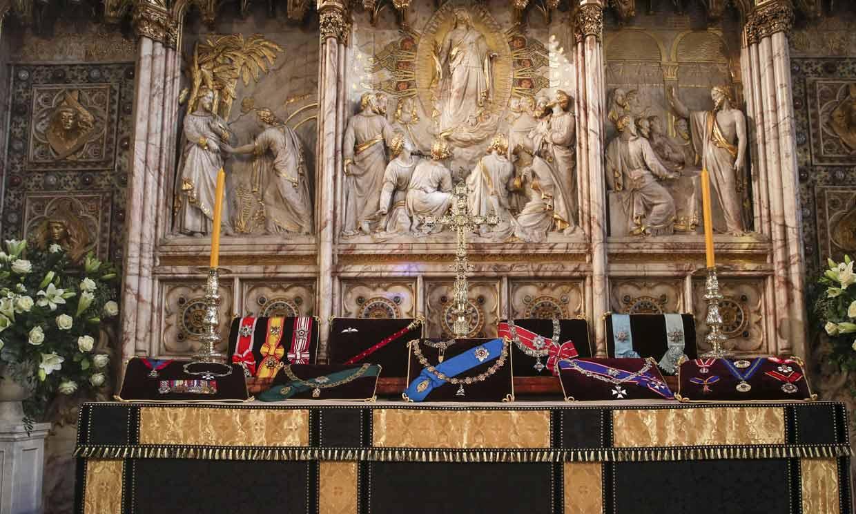 Su estandarte, el bastón, las medallas... Estas son las insignias que han acompañado al duque de Edimburgo en su funeral