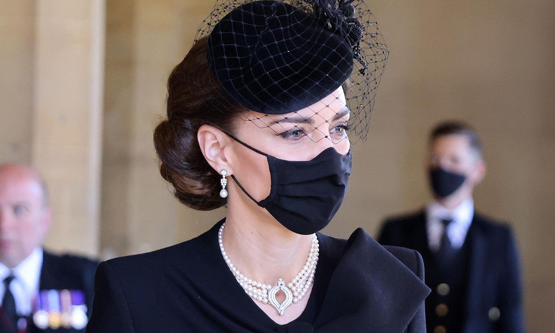 La Reina presta sus joyas a la duquesa de Cambridge en el último adiós al duque de Edimburgo