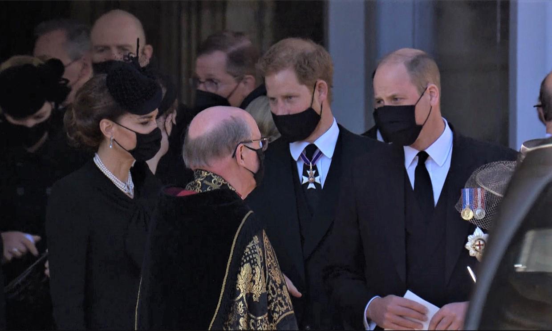 En vídeo, las imágenes del reencuentro entre los príncipes Guillermo y Harry, con Kate Middleton de testigo