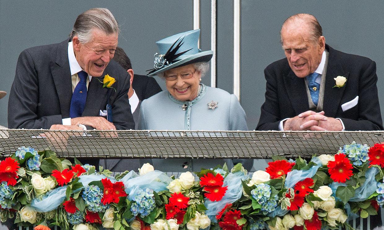 Doble golpe para Isabel II: el mismo día que enterró a su marido falleció uno de sus grandes amigos