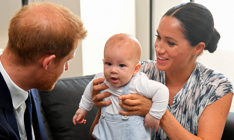 La Familia Real británica felicita en la distancia a Archie, hijo de Harry y Meghan, por su segundo cumpleaños