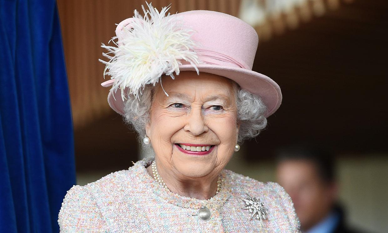 Isabel II recuerda con orgullo la medalla que obtuvo por su mayor logro en la adolescencia