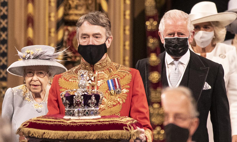 Isabel II y la duquesa de Cornualles lucen sus joyas más significativas en la apertura del Parlamento