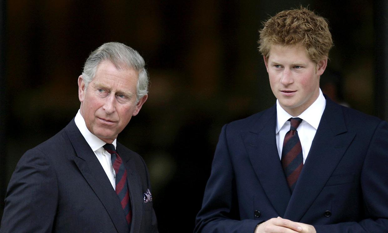 El durísimo reproche del príncipe Harry a su padre: 'Que hayas sufrido no significa que tus hijos tengan que sufrir'