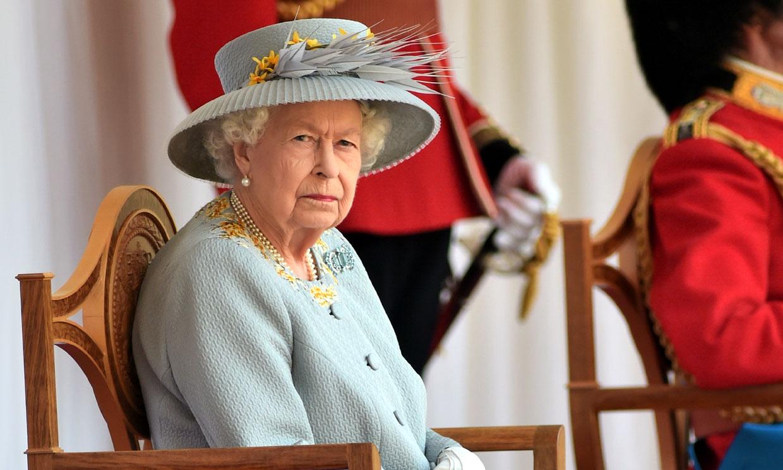 Isabel II preside un 'Trooping the colour' inusual y muy diferente en el castillo de Windsor