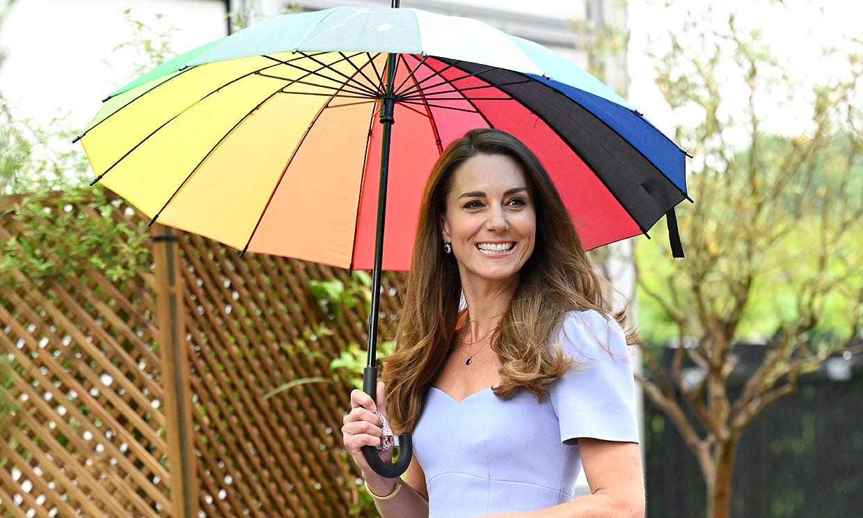 La duquesa de Cambridge estrena su nuevo proyecto y planta cara a la tormenta con el arcoíris