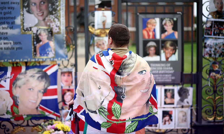 Flores, banderas y reencuentro entre Harry y Guillermo: todo listo para el homenaje a la princesa Diana