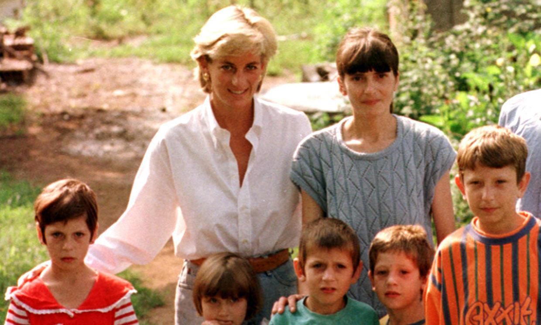 La imagen de Diana de Gales en su último viaje oficial idéntica a su estatua