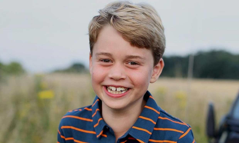 Muy sonriente y con guiño a Felipe de Edimburgo: la foto de George de Cambridge al cumplir 8 años