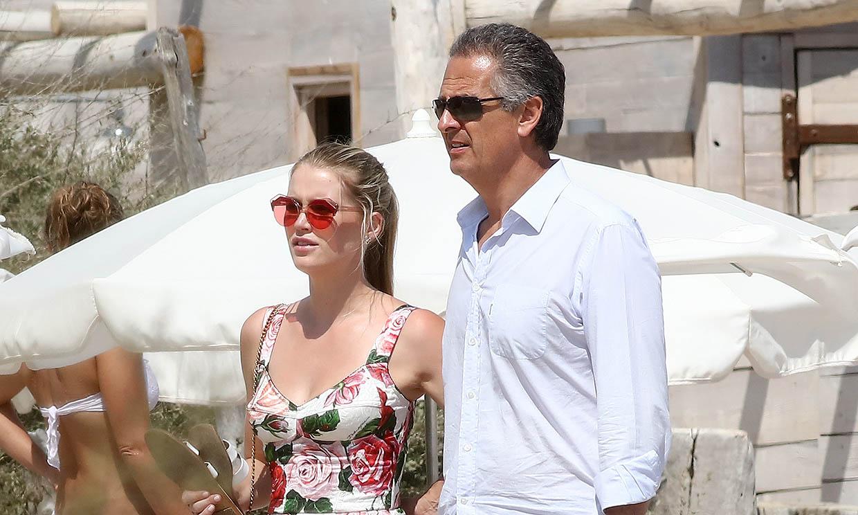 Así es Michael Lewis, la pareja de Lady Kitty Spencer 32 años mayor que ella