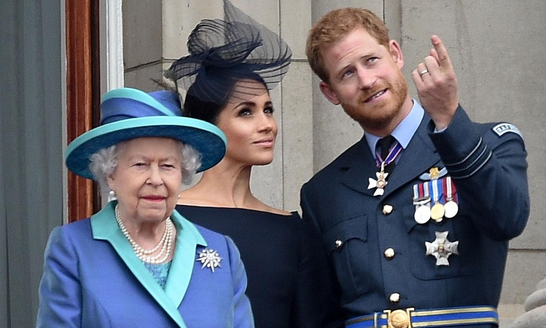 ¿Planea Isabel II una ofensiva legal a las continuos ataques de los duques de Sussex?