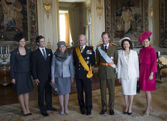 Desfile de tocados en la corte real de Suecia