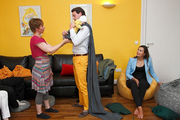 ¿Cómo se coge a un bebé? Félix y Clarie de Luxemburgo practican antes de ser papás