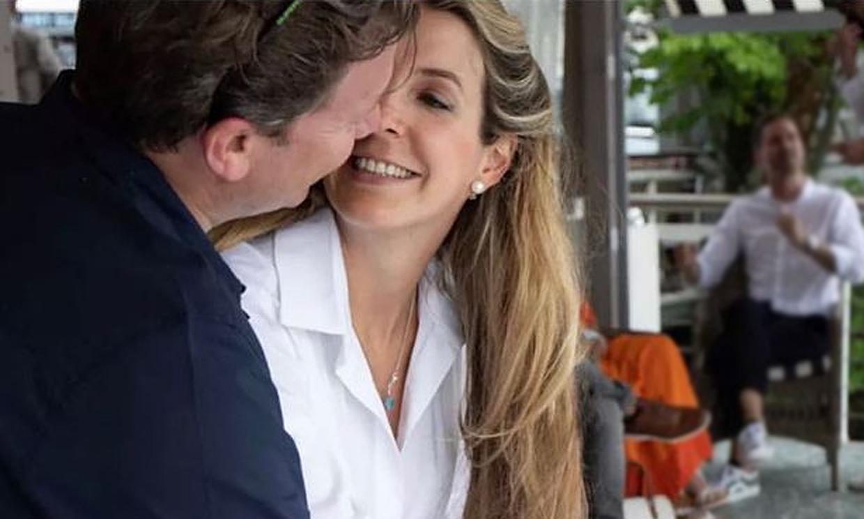 Tessy de Luxemburgo, pletórica al irse al fin a casa con su bebé: 'Feliz mamá de tres chicos'