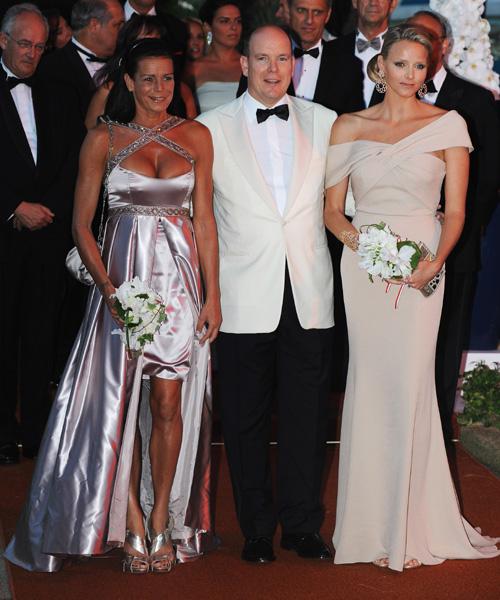 Alberto de Mónaco, su prometida, Charlene Wittstock y la princesa Estefanía presiden el Baile de la Cruz Roja de Mónaco