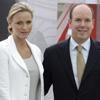 Cuando acaban de celebrar su primer mes de casados, el príncipe Alberto y la princesa Charlene acuden juntos a una exposición 'muy real'