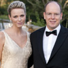 Los príncipes Alberto y Charlene, cómplices y cariñosos en una gala benéfica en Inglaterra