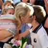 Un beso de la princesa Charlene, el regalo de su viaje a Australia