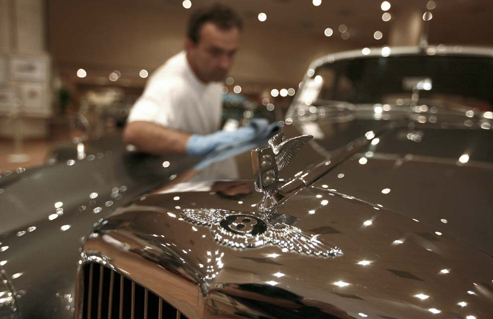 La apreciada colección de coches de Alberto de Mónaco a toda pantalla