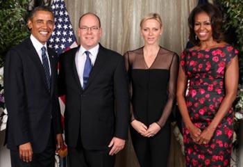 Charlene de Mónaco y Michelle Obama ponen el toque de 'glamour' a un almuerzo con sus esposos