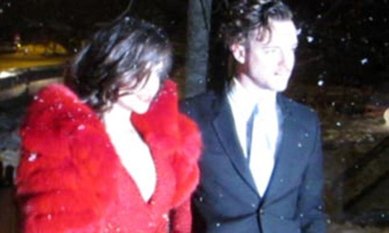 Vídeo: Macarena Gómez, Lauren Santo Domingo... La nieve complica la llegada a los invitados