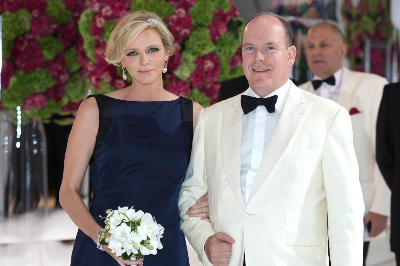 Princesa premamá, 'reina' del baile: Charlene de Mónaco enamora en la gala de la Cruz Roja