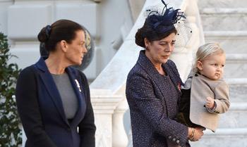Día Nacional de Mónaco con aroma de bebés: Sasha Casiraghi se presenta a los monegascos de la mano de su abuela