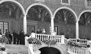 Cincuenta y seis años después, Mónaco se prepara para conocer a su nuevo Heredero, Jacques, y a la princesa Gabriella