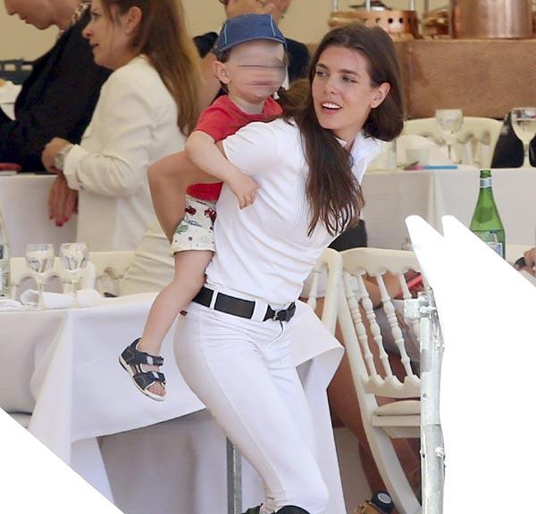¡Arre caballito! El divertido juego de Carlota Casiraghi y su hijo Raphaël