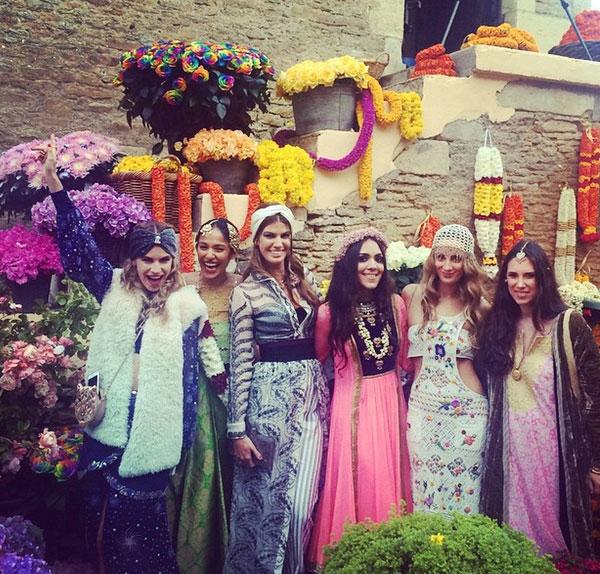 Dos meses después de dar a luz, Tatiana Santo Domingo se va de boda oriental con sus amigas