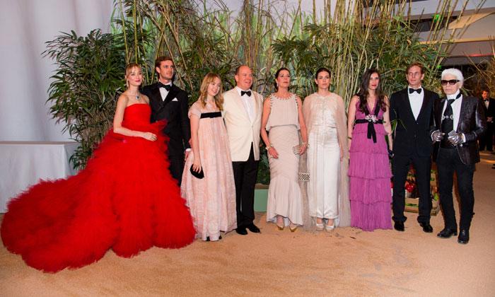 El debut de una princesa, un vestido de alfombra roja y una ausencia destacada en el Baile de la Rosa