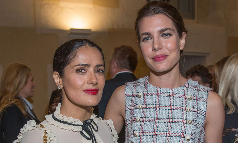¿Qué hacían Carlota Casiraghi y Salma Hayek juntas en París?