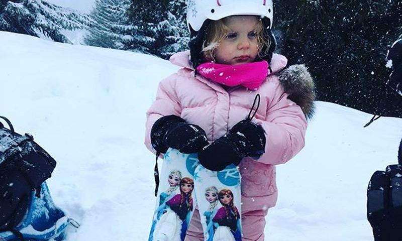 Gabriella de Mónaco hace sus pinitos como esquiadora con sólo tres años