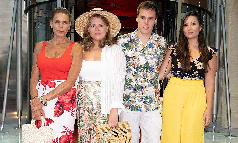 Estefanía de Mónaco, con aires hawaianos y en familia para defender una buena causa