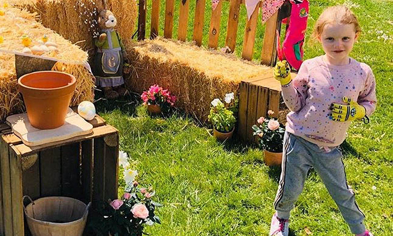 Gabriella y Jacques de Mónaco felicitan la Semana Santa convertidos en unos auténticos jardineros
