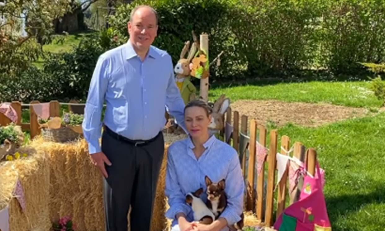 En el jardín y con sus mascotas, así ha sido la primera reaparición juntos de Alberto y Charlene en casi tres meses