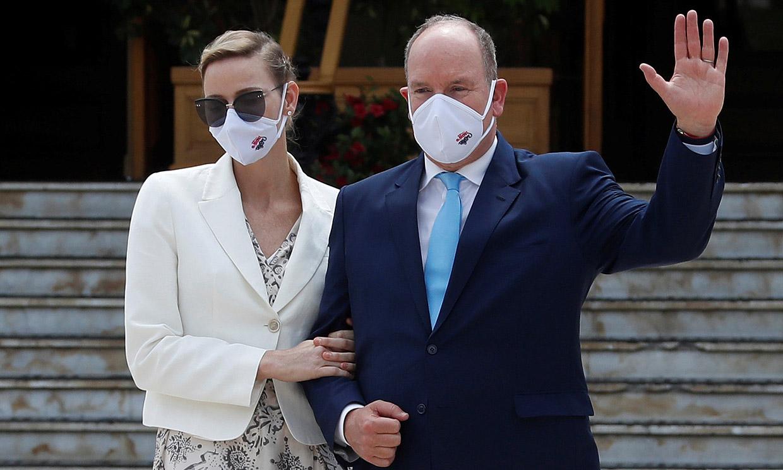 Charlene de Mónaco, muy pendiente de su marido en un acto que ha reunido a buena parte de la Familia Real