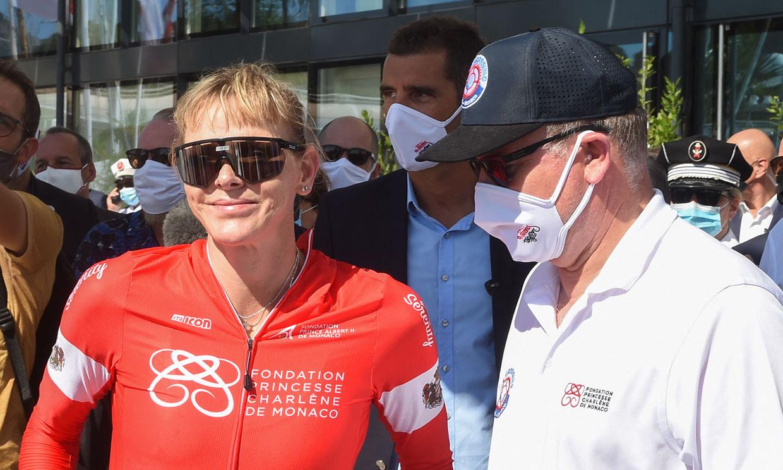 Charlene de Mónaco gana la prueba de 24 horas en bici acuática entre Córcega y el Principado