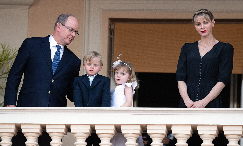 ¡Más elegantes y cariñosos imposible! Charlene de Mónaco se derrite con Jacques y Gabriella