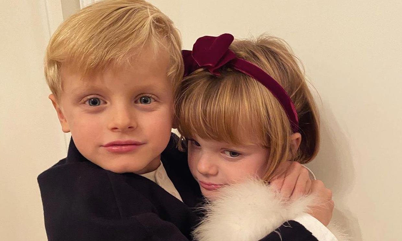 Las travesuras de sus hijos, los posados familiares... La princesa Charlene abre su álbum personal