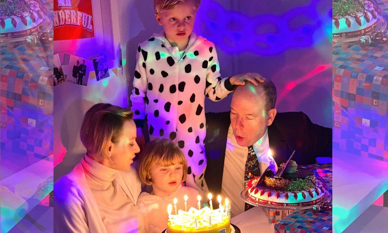 Jacques y Gabriella celebran su cumpleaños con tartas, decenas de velas....y en pijama