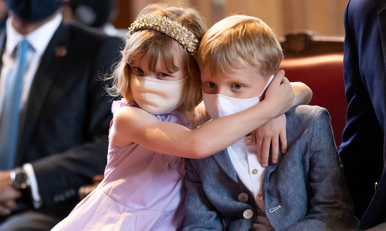 ¡Nada como el amor de un hermano! Jacques y Gabriella de Mónaco, todo abrazos en su último evento