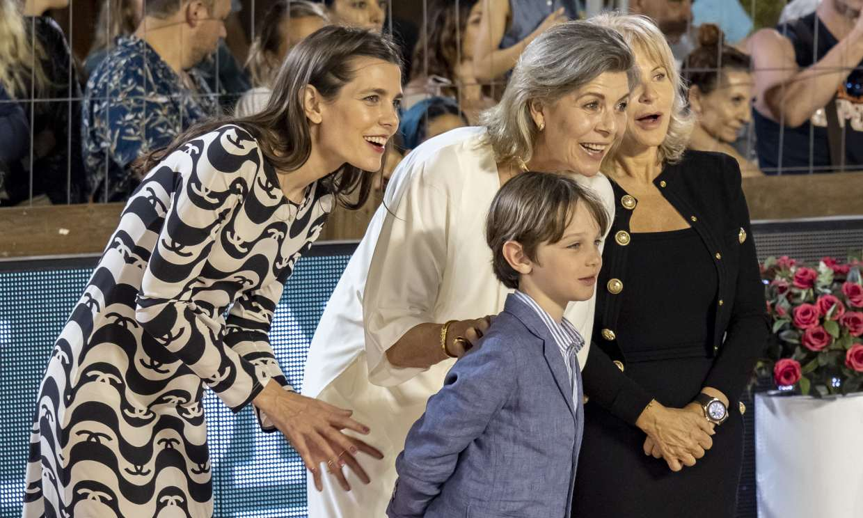 Raphaël, el hijo mayor de Carlota Casiraghi, conquista la hípica de Montecarlo con su espontaneidad y simpatía