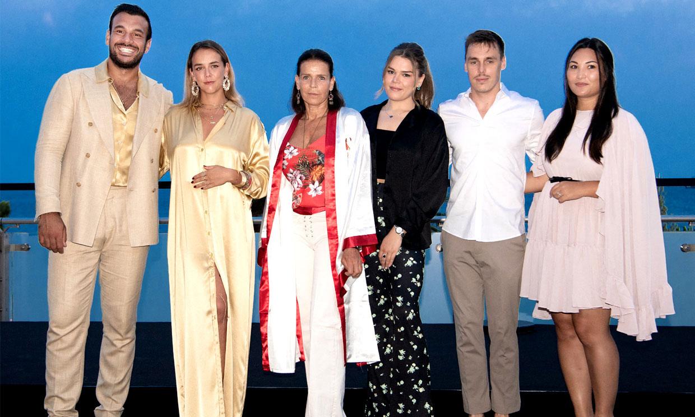 Estefanía de Mónaco reaparece con sus hijos y sus respectivas parejas en una de sus citas benéficas imprescindibles