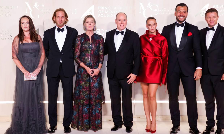 Alberto de Mónaco, junto a su hermana Carolina, anfitrión de una gala por el planeta marcada por la ausencia de la princesa Charlene