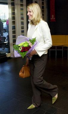Embarazada de cinco meses, la princesa Mette-Marit empieza a trabajar